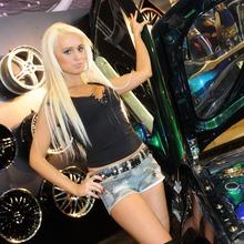 2010-Essen-Motor-Show-Babes-04