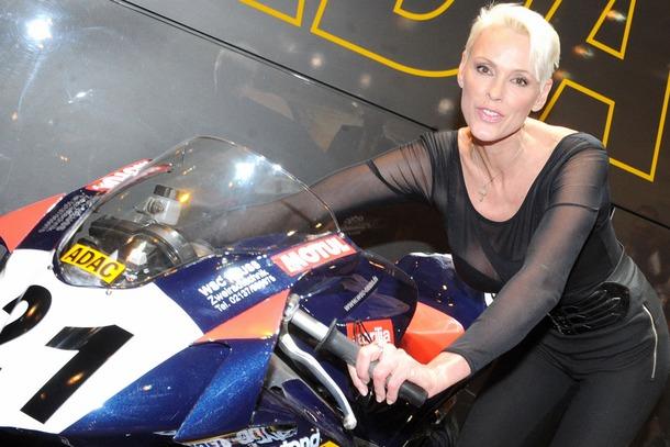 2010-Essen-Motor-Show-Babes-08