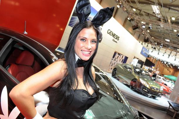 2010-Essen-Motor-Show-Babes-11