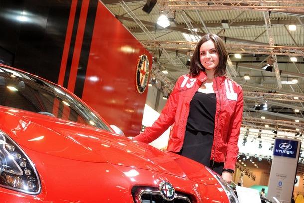 2010-Essen-Motor-Show-Babes-18
