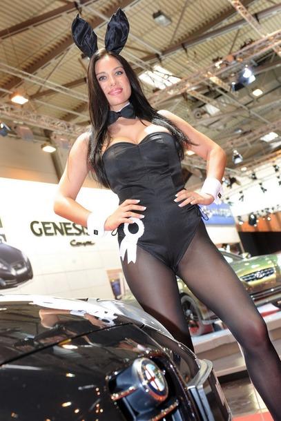 2010-Essen-Motor-Show-Babes-19