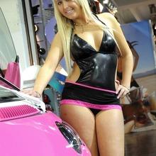 2010-Essen-Motor-Show-Babes-22