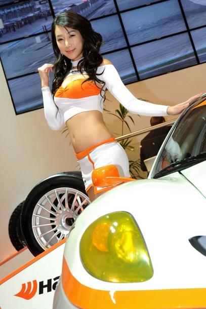 2010-Essen-Motor-Show-Babes-24