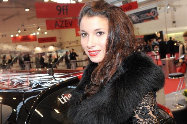 2010-Essen-Motor-Show-Babes-25