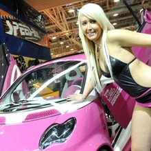 2010-Essen-Motor-Show-Babes-showroom