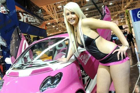 2010-Essen-Motor-Show-Babes-showroom