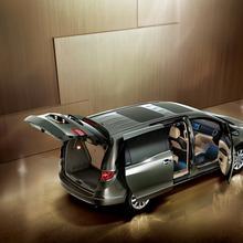 2011-Buick-GL8-11
