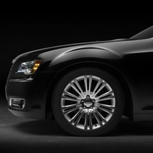 2011-Chrysler-300-27