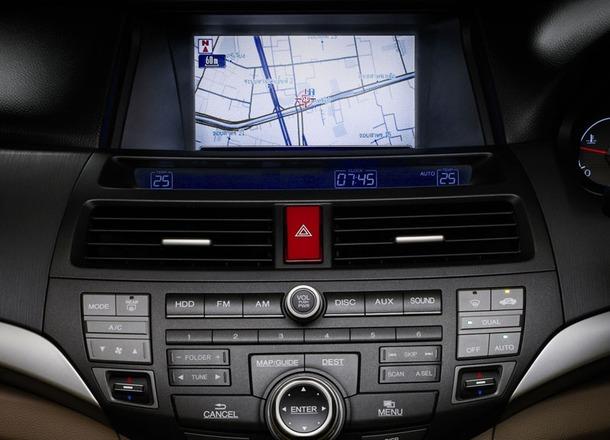 2011-Honda-Accord-Thailand-04