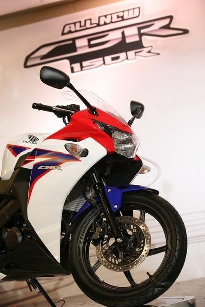 2011-Honda-CBR-150R-01