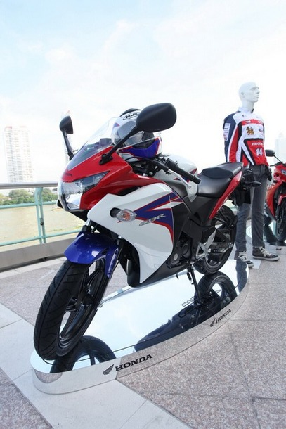 2011-Honda-CBR-150R-FI-03