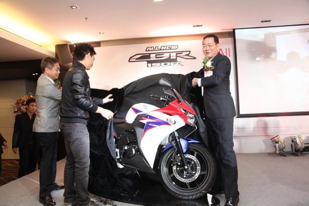 2011-Honda-CBR-150R-FI-05
