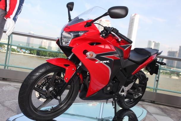 2011-Honda-CBR-150R-FI-06