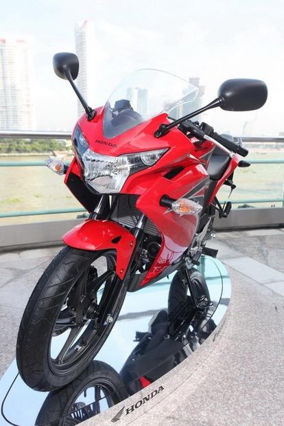 2011-Honda-CBR-150R