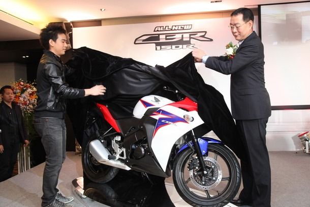 2011-Honda-CBR-150R-FI-08