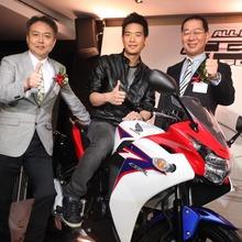 2011-Honda-CBR-150R-FI-16