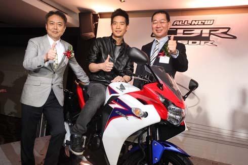 2011-Honda-CBR-150R-FI-showroom