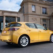 2011-Lexus-CT-200h-10