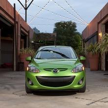 2011-Mazda2-02