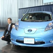 2011-Nissan-LEAF-Japan-01