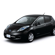 2011-Nissan-LEAF-Japan-06