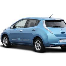 2011-Nissan-LEAF-Japan-09