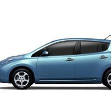 2011-Nissan-LEAF-Japan-10