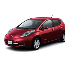 2011-Nissan-LEAF-Japan-11