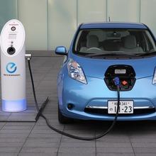 2011-Nissan-LEAF-Japan-12