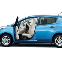 2011-Nissan-LEAF-Japan-15