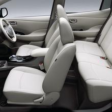 2011-Nissan-LEAF-Japan-18