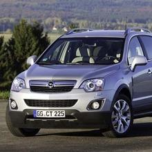 2011-Opel-Antara-Facelift-showroom