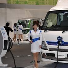 2011-Tokyo-Motor-Show-Girls