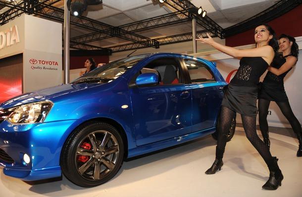 2011-Toyota-Etios-Liva-03