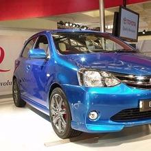 2011-Toyota-Etios-Liva-showroom