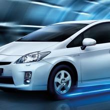 2011-Toyota-Prius-Thailand-01