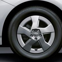 2011-Toyota-Prius-Thailand-04