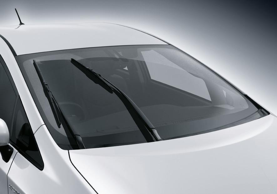 2011-Toyota-Prius-Thailand
