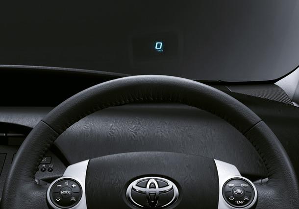 2011-Toyota-Prius-Thailand-14