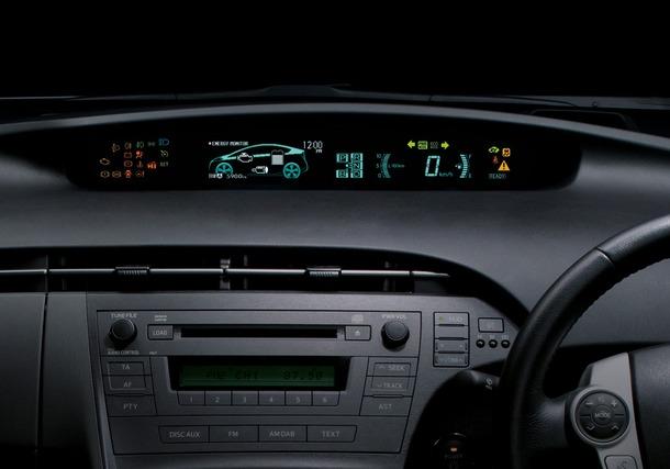 2011-Toyota-Prius-Thailand-21