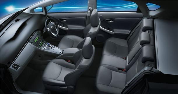 2011-Toyota-Prius-Thailand-32