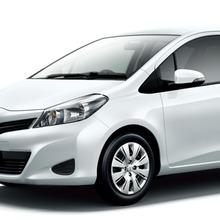2011-Toyota-Vitz-02