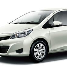 2011-Toyota-Vitz-03
