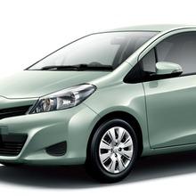 2011-Toyota-Vitz-04