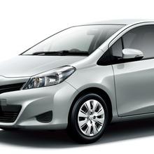 2011-Toyota-Vitz-05