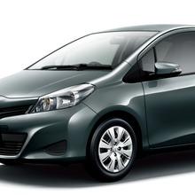 2011-Toyota-Vitz-06