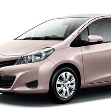 2011-Toyota-Vitz-08