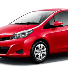 2011-Toyota-Vitz-10