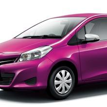 2011-Toyota-Vitz-14