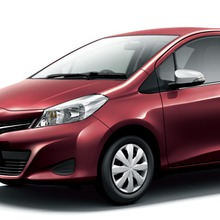 2011-Toyota-Vitz-15